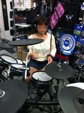 ROLAND サルの様なドラム
