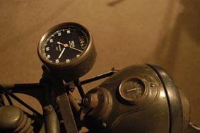 軍用バイクまさに機能美なメーター