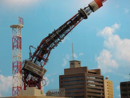 折れた東京タワー