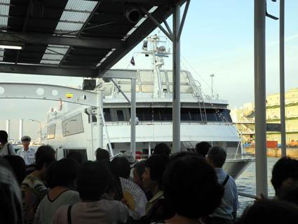 クルーズ?三途の川の乗船前風景(爆)