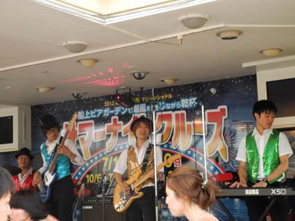 クルーズ船内の生バンド