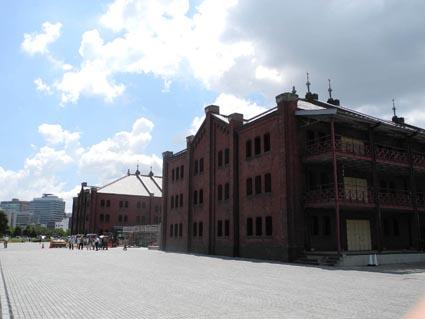 赤レンガ倉庫を広角で(全体) 暑い日だったよ
