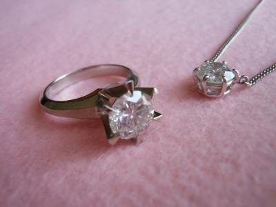 ダイヤのネックレスとリング