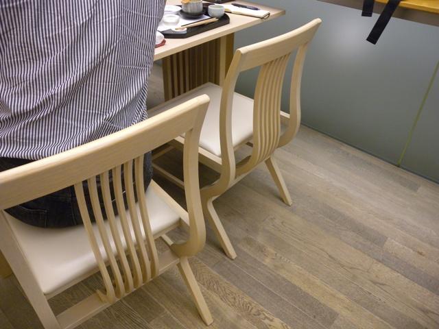 椅子 モンローカーブ