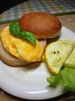 20120719桑の実酵母バンズチーズオムレツバーグ