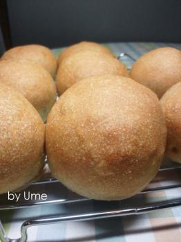 20120828惣菜パン(自家栽培小麦)by梅酵母
