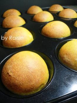 20120922クリームチーズinかぼちゃパンbyレーズン酵母