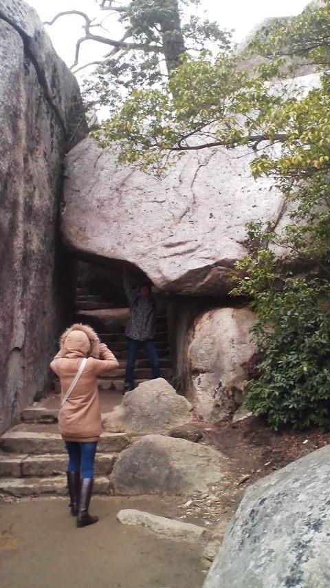 36くぐり岩