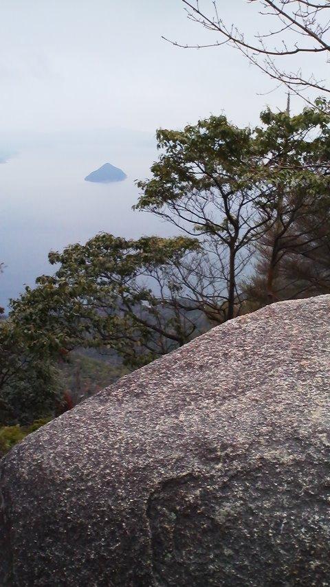 25小黒神島と巨石