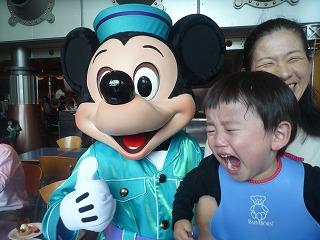 ミッキー泣く
