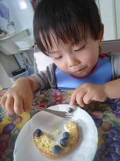 120909_BDCake食べる (2)