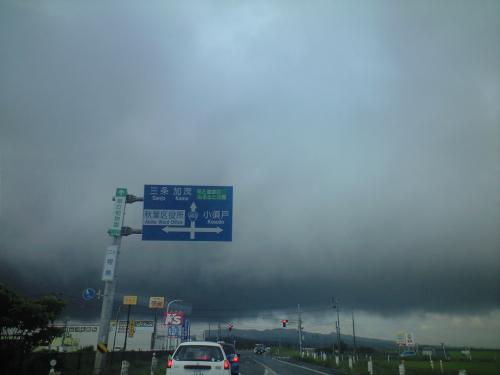 朝なのに、どんより重い雲が・・・