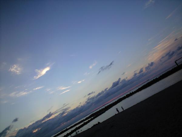 厚い雲の中に太陽が沈んでいた。。。