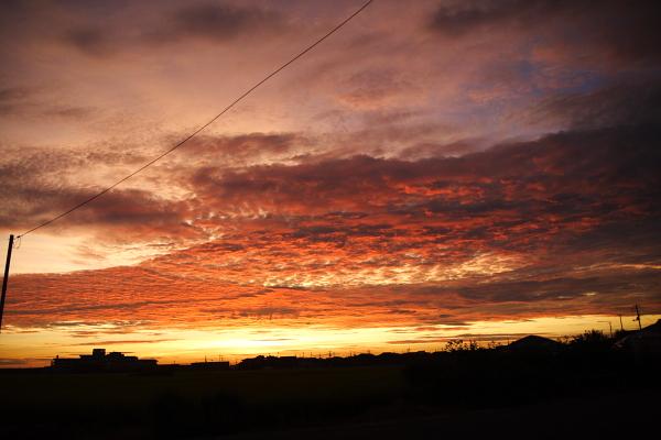 不気味な雲が夕焼けに!