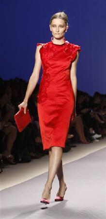 201029赤い服