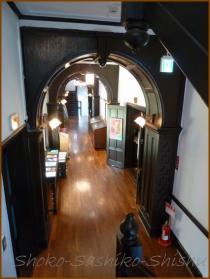 20130423 3F階段から 演劇博物館