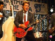 映画「バック・トゥ・ザ・フューチャー 」_チャック・ベリーの従兄弟(笑 )にロックン・ロールを教えるマーティ・マクフライ