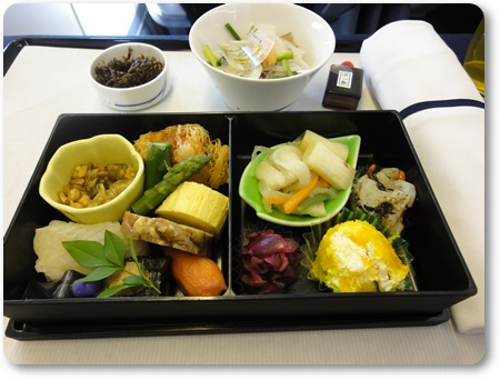 ANAビジネスクラスメイン料理,ビジネスクラス食事ANA,ANAジャカルタ行きビジネスクラス食事,ANAジャカルタ乗換えバリ