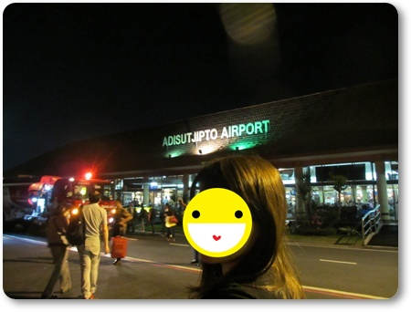 アジスチプト空港i入り口,アジスチプト空港到着ゲート