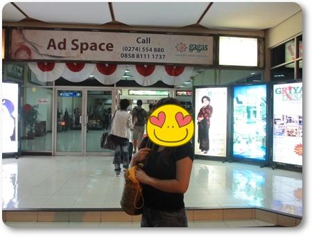 アジスチプト空港到着ロビー,ジャカルタ発ジスチプトGA216