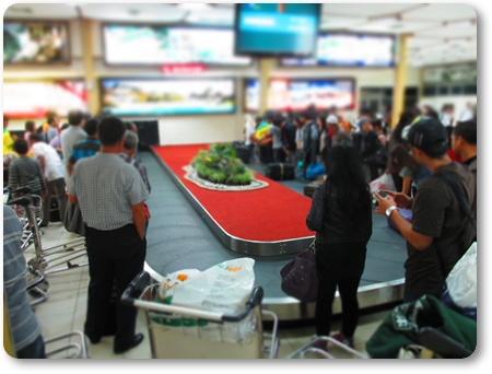 アジスチプト空港ターンテーブル,ジョグジャカルタ空港到着ロビー,GA216アジスチプト到着