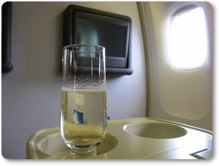 シンガポール航空ウェルカムドリンク,SQ634ビジネス,シンガポール^羽田 ビジネスクラス ブログ