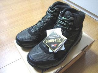 trekingshoes02.jpg
