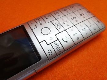 手持ちの携帯電話をご紹介 [au infobar2]