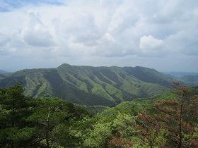 石尊山から深高山の稜線