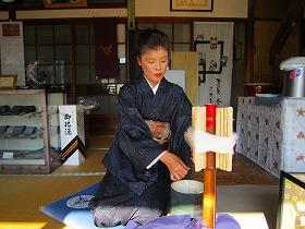絹糸をつむぐ(本場結城紬)