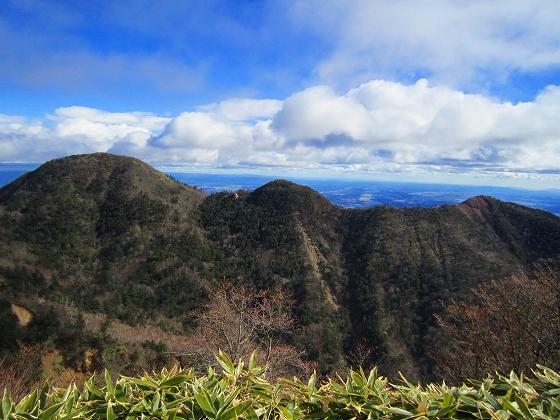 左から釈迦ケ岳・中岳・西平岳(13時頃)