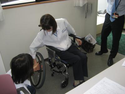 車椅子体験岡本さん