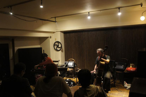 Hugues Vincent(cello) Naoya Murata(turntable) duo