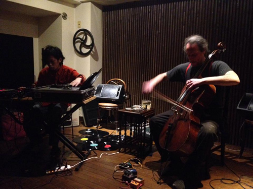 Hugues Vincent(cello) Naoya Murata(turntable) duo-