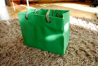 紙袋スタイルのバッグ