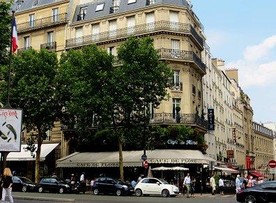 有名なCafe de Floreは角にありますREVdownsize