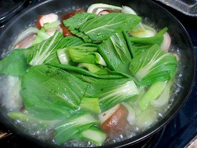 葉を入れスープでごく短時間煮るdownsize