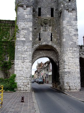 城塞の面影を遺す石の門downsize