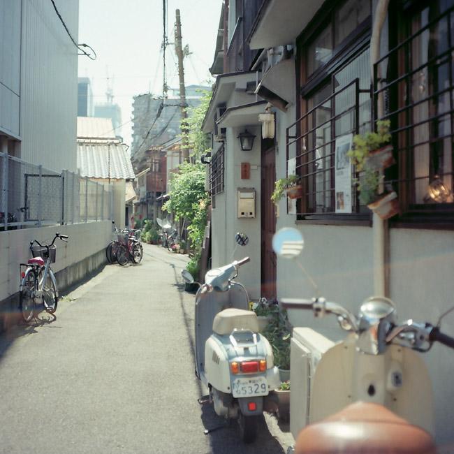 路地裏バイク