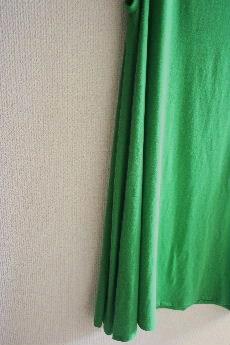 鮮やかグリーンのタンクワンピ