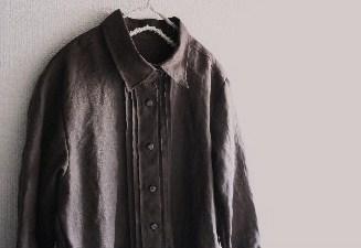 チョコ色リネン・ピンタックシャツ