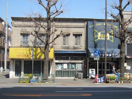 青梅街道沿いの看板建築①
