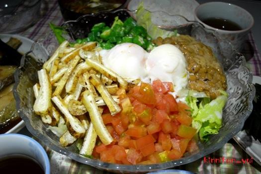 温玉&納豆&色々ごちゃ混ぜサラダ!?