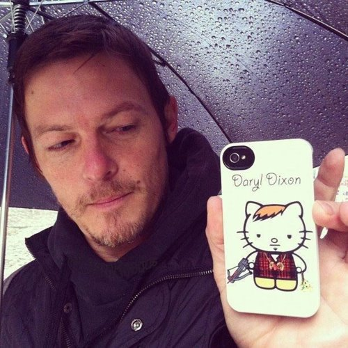 Norman-Reedus-has-Daryl-Dixon-phone-cover.jpg