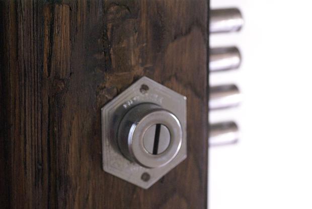 middle door lock