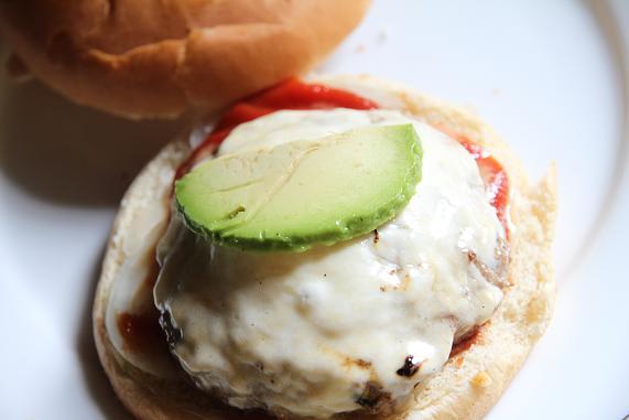 avogado mozzarella burger_2012