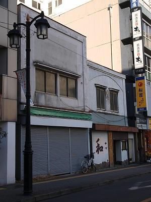 古い建物縦