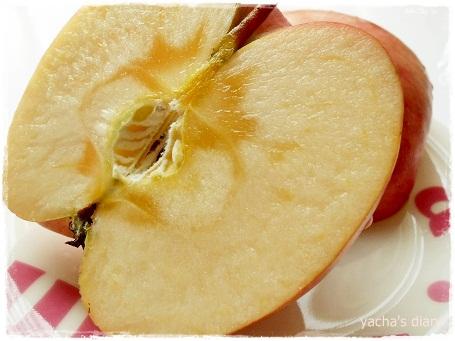 20130122りんご半分に切って
