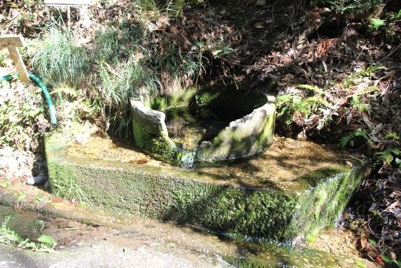 軍民坂の湧水