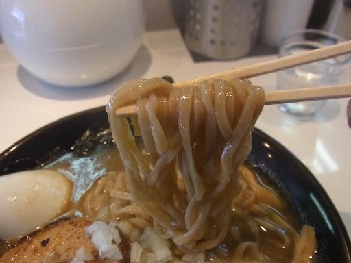 平打ちの太麺